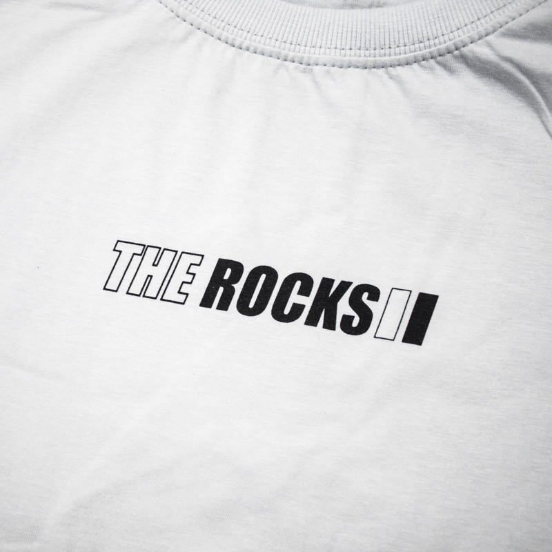 """Camiseta The Rocks """"Chest The Gold"""" Cinza"""