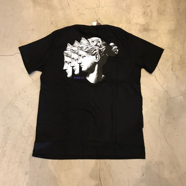 "Camiseta The Rocks ""Diana Busted"" Preta"