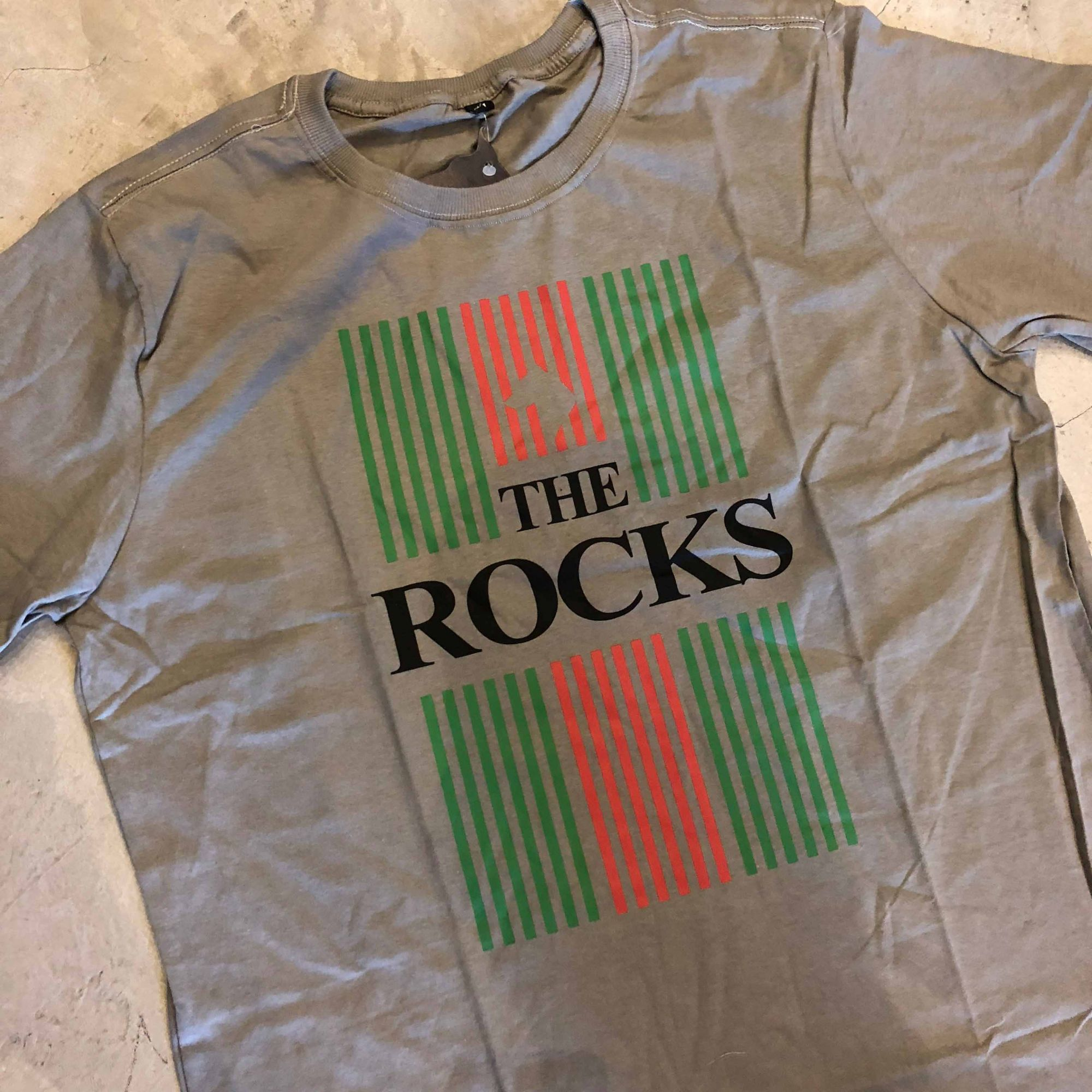 "Camiseta The Rocks ""Gucci Flag"" Cinza Escuro"