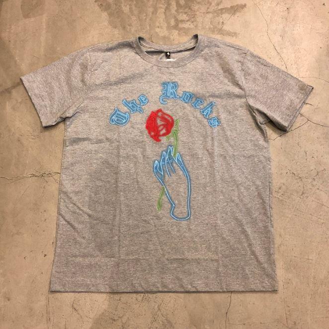"Camiseta The Rocks ""Neon Hand Rose"" Cinza"