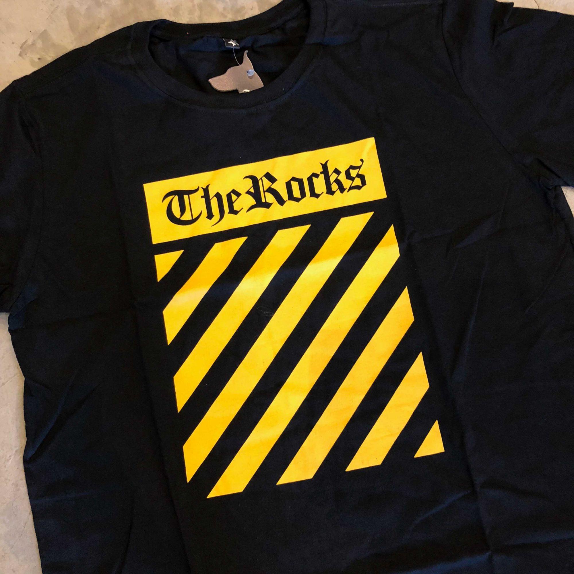 "Camiseta The Rocks ""OFF 2"" Preta"