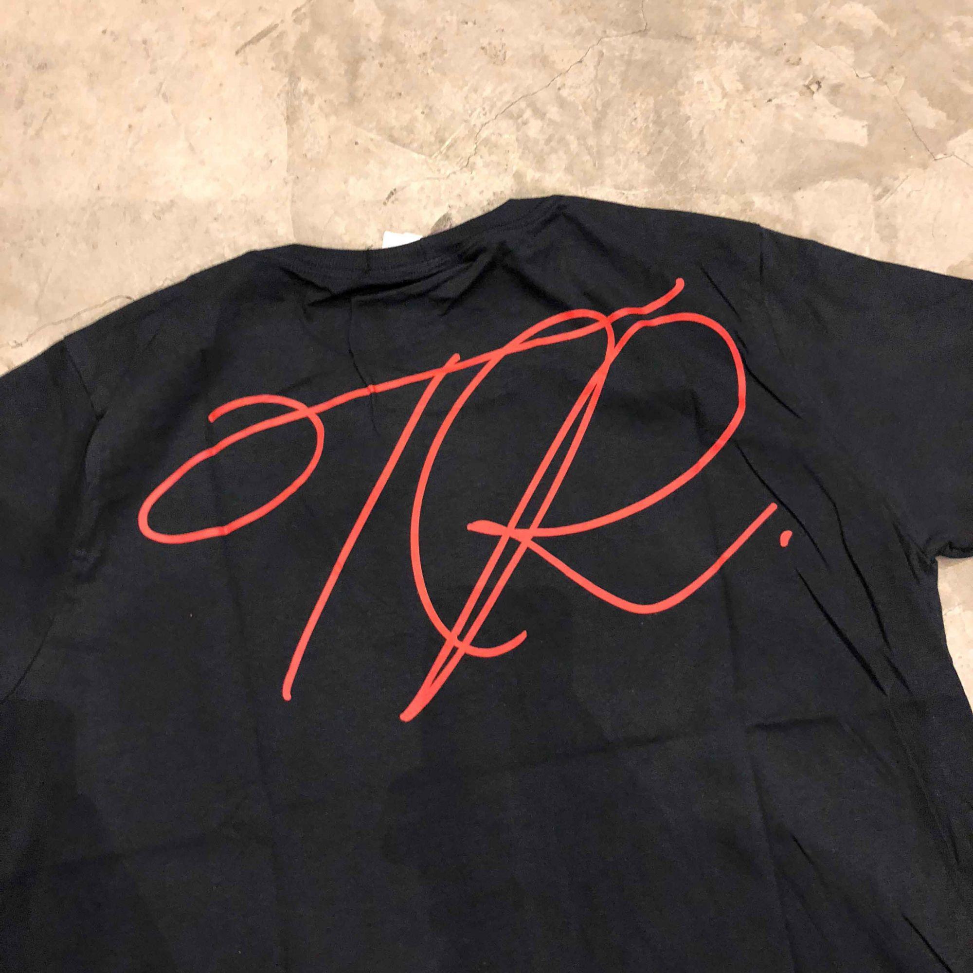 "Camiseta The Rocks ""Rose"" Azul Escuro"