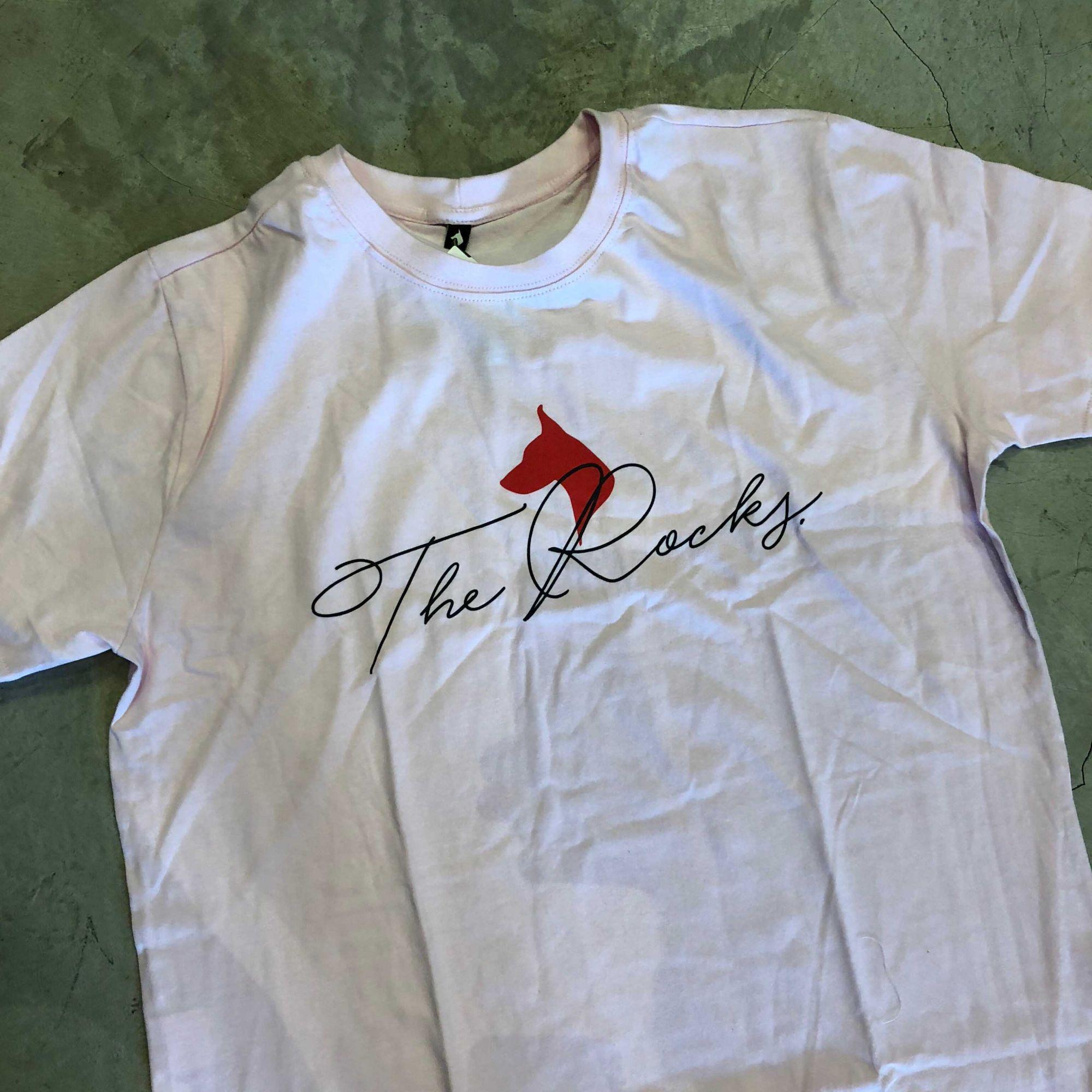 "Camiseta The Rocks ""SCRIPT DOGS BIG LOGO"" Rosa"