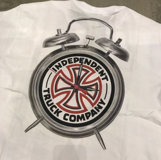 "Camiseta Thrasher x Independent ""Clock"" Branca"
