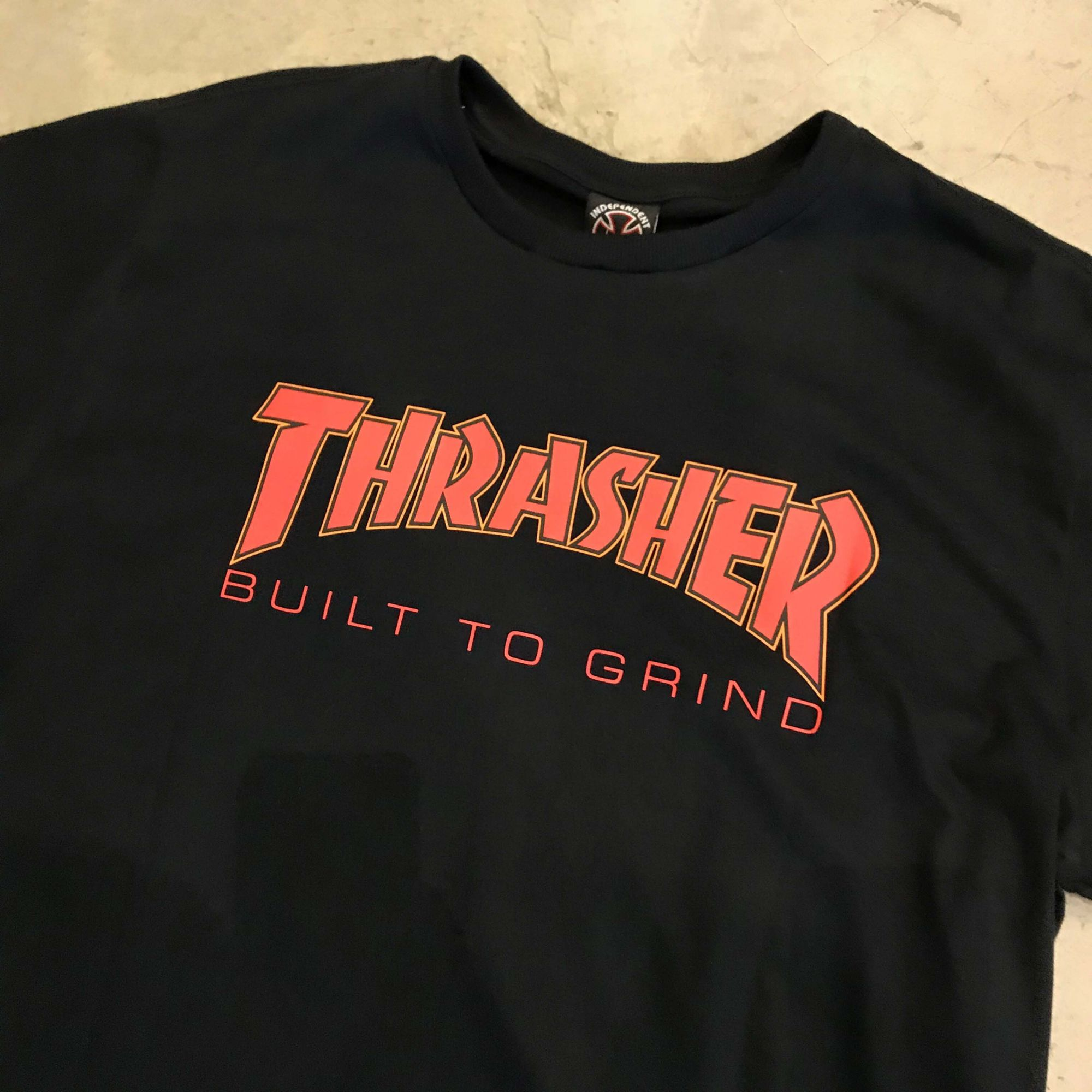 "Camiseta Thrasher x Independent ""Trucks"" Preta"