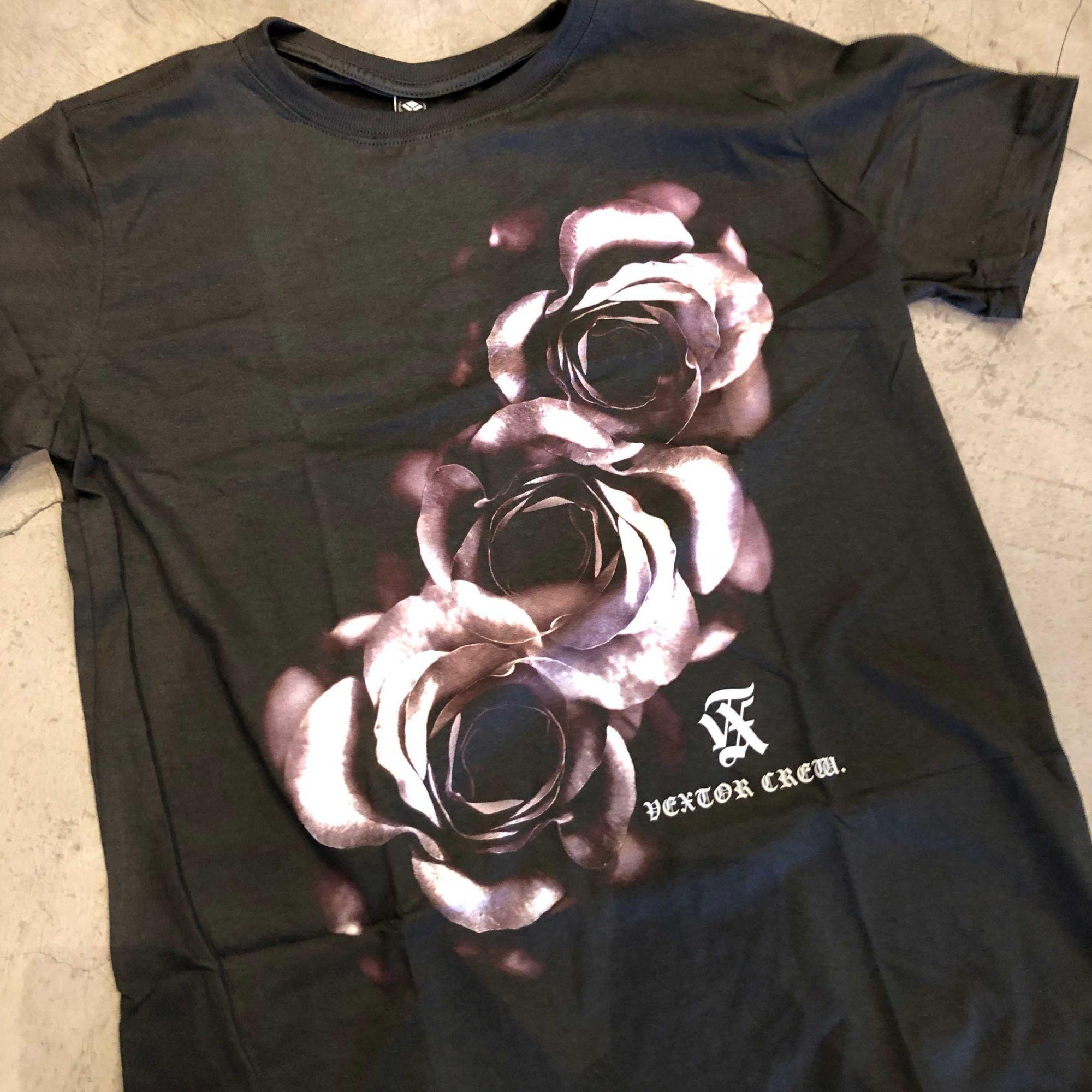 "Camiseta Vextor ""Roses 3"" Marrom"