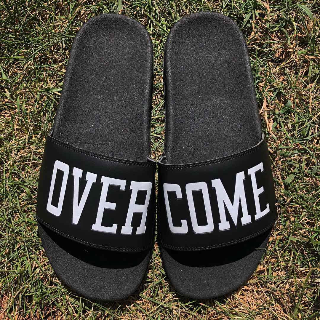 Chinelo Slide Overcome Co Quot Script Quot Preto Overcome Clothing