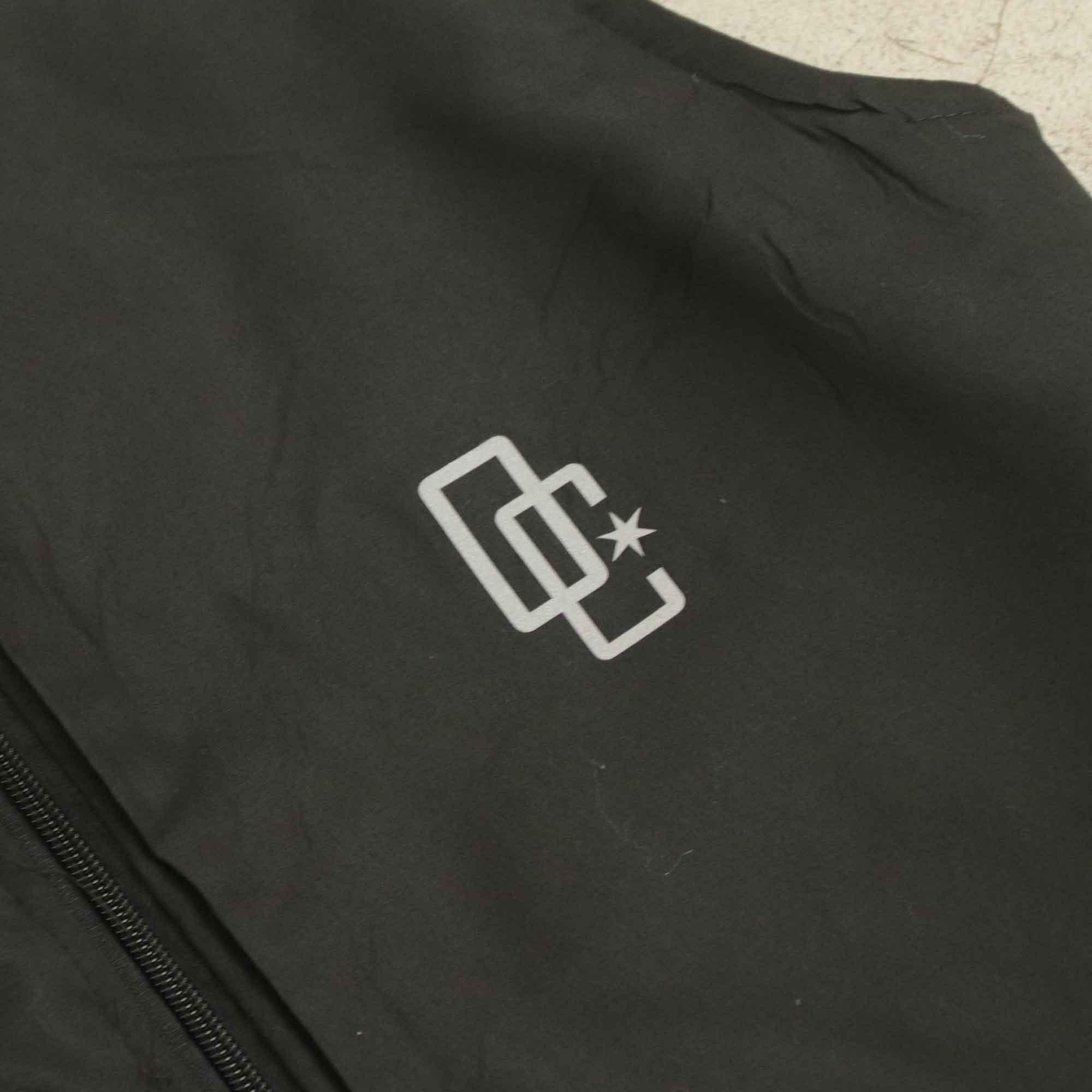 """Colete Overcome """"Logo"""" Preto Refletivo"""