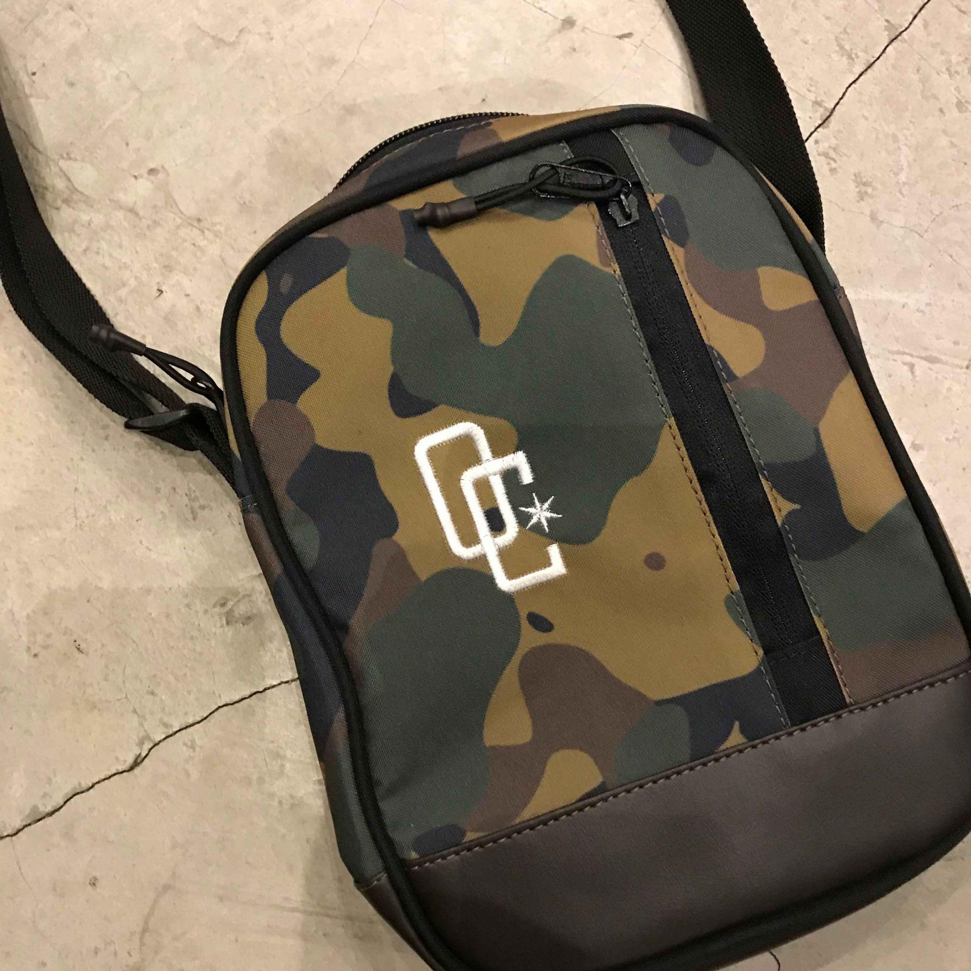 """Shoulder Bag Overcome """"Logo"""" Camo/Marrom"""