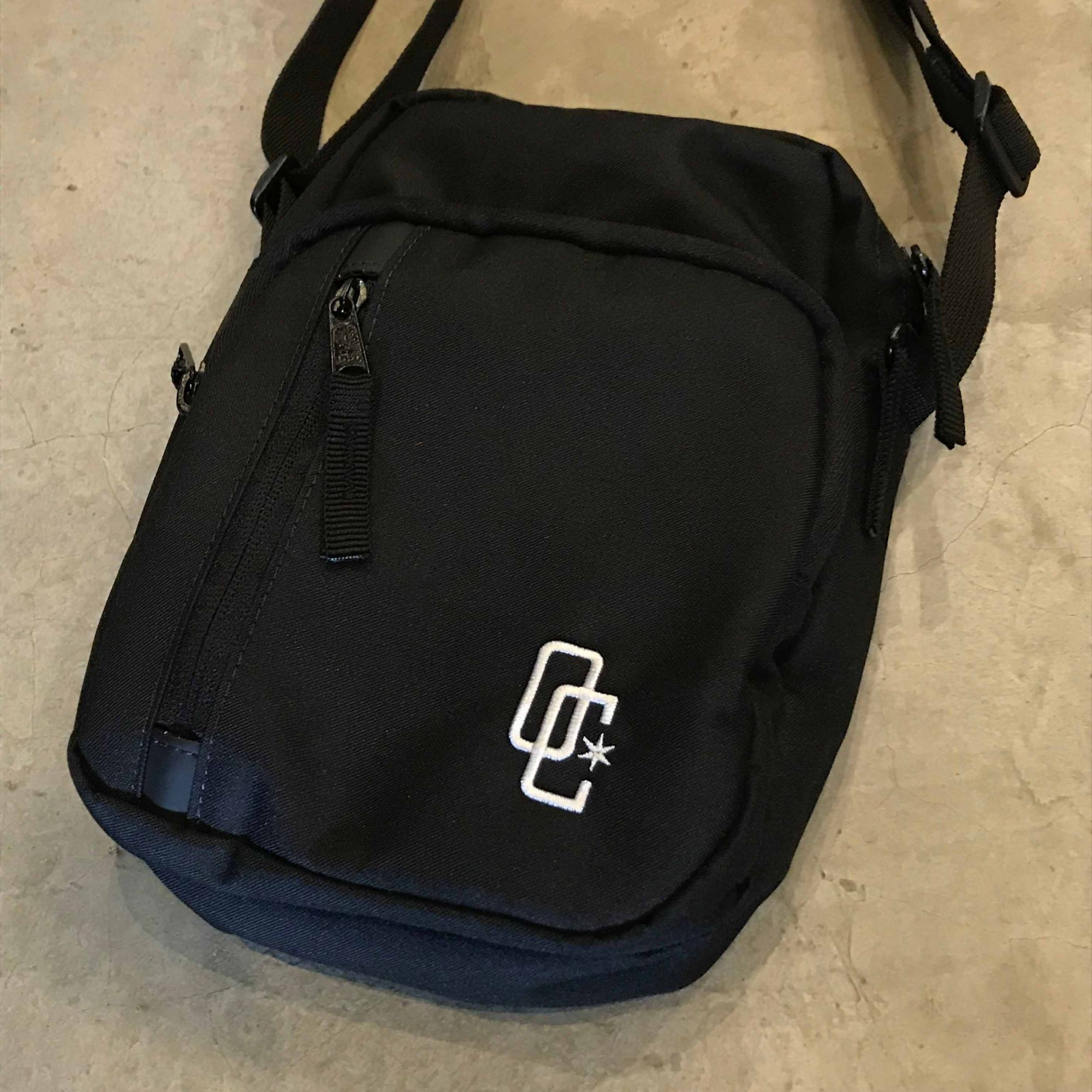 "Shoulder Bag Overcome ""Tech"" Preta"
