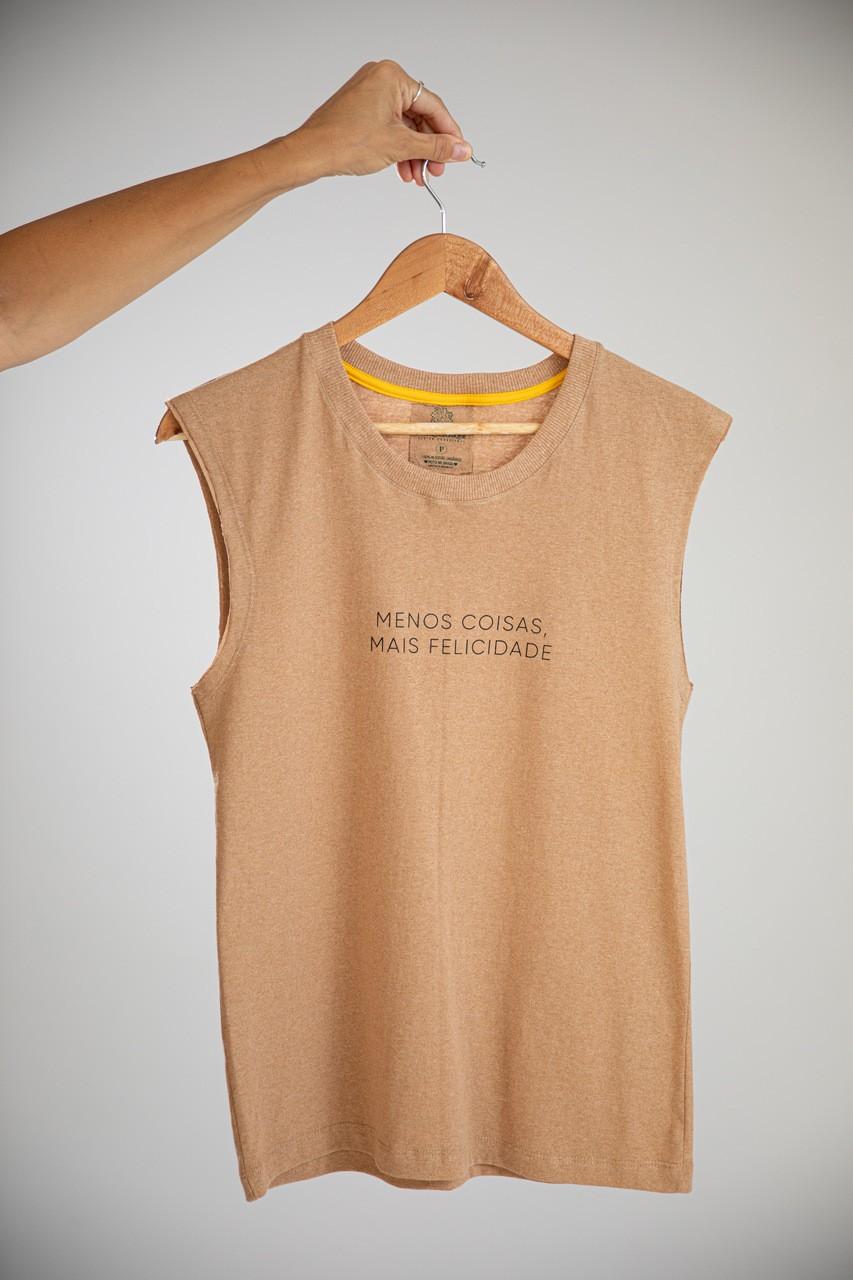 Camiseta Cavada Frase - Menos Coisas, Mais Felicidade