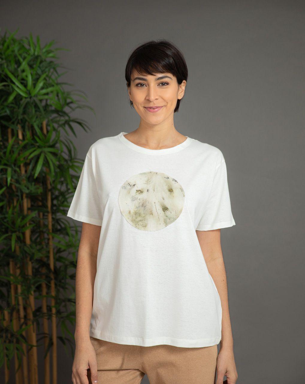 Camiseta Mundo - Algodão Orgânico e Impressão Botânica