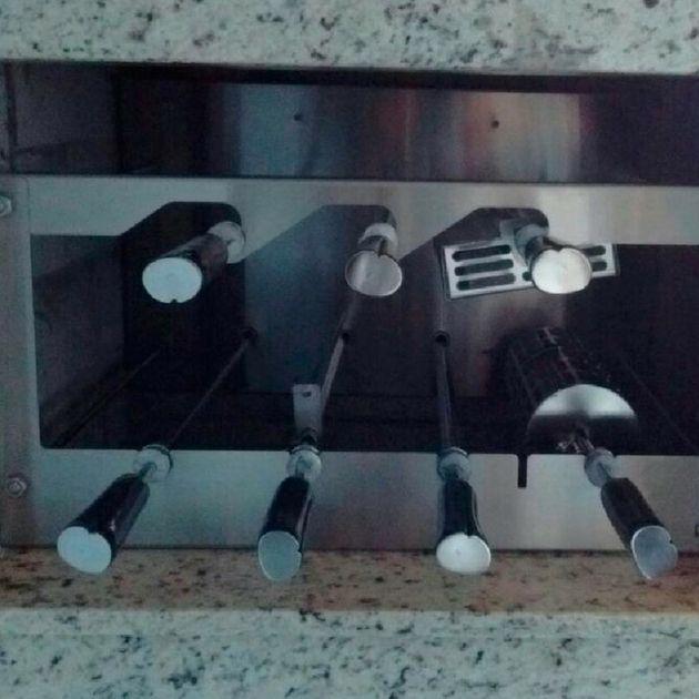 Churrasqueira inox 304 - 07 espetos cabo madeira elétricos  -Design Churrasqueira