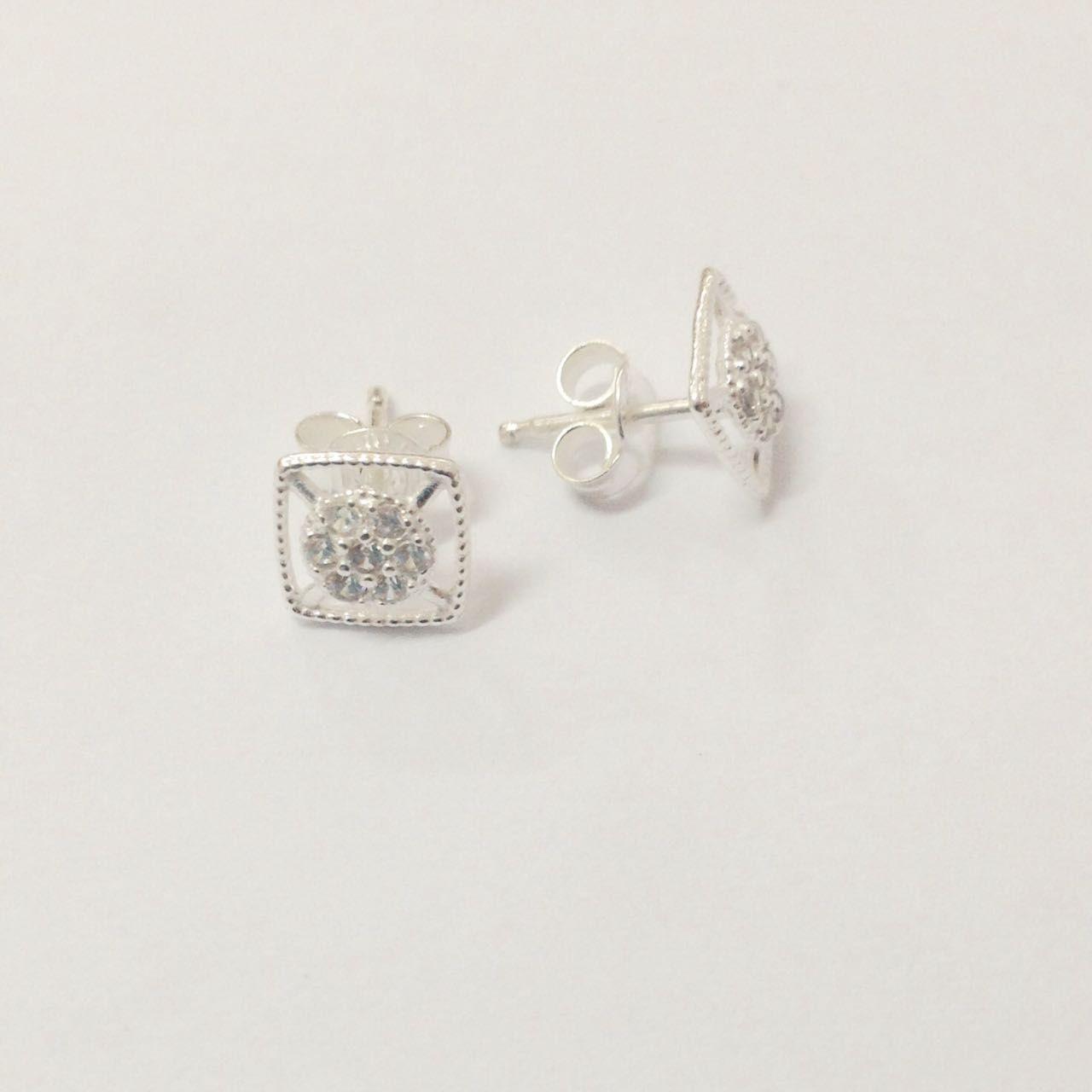 Brinco de Prata Quadrado Pequeno