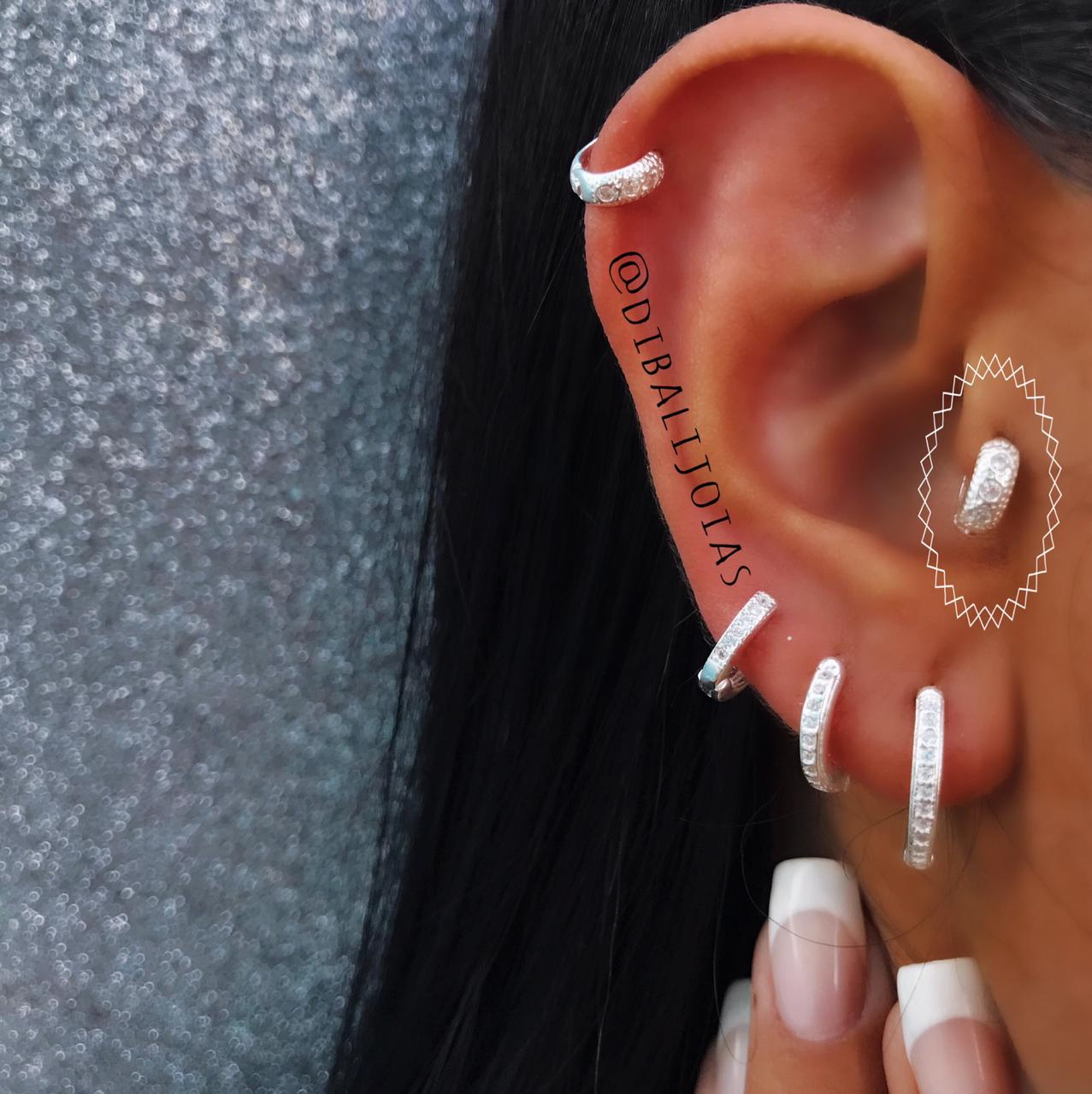 Piercing de Orelha com Zirconias Pequena de Prata