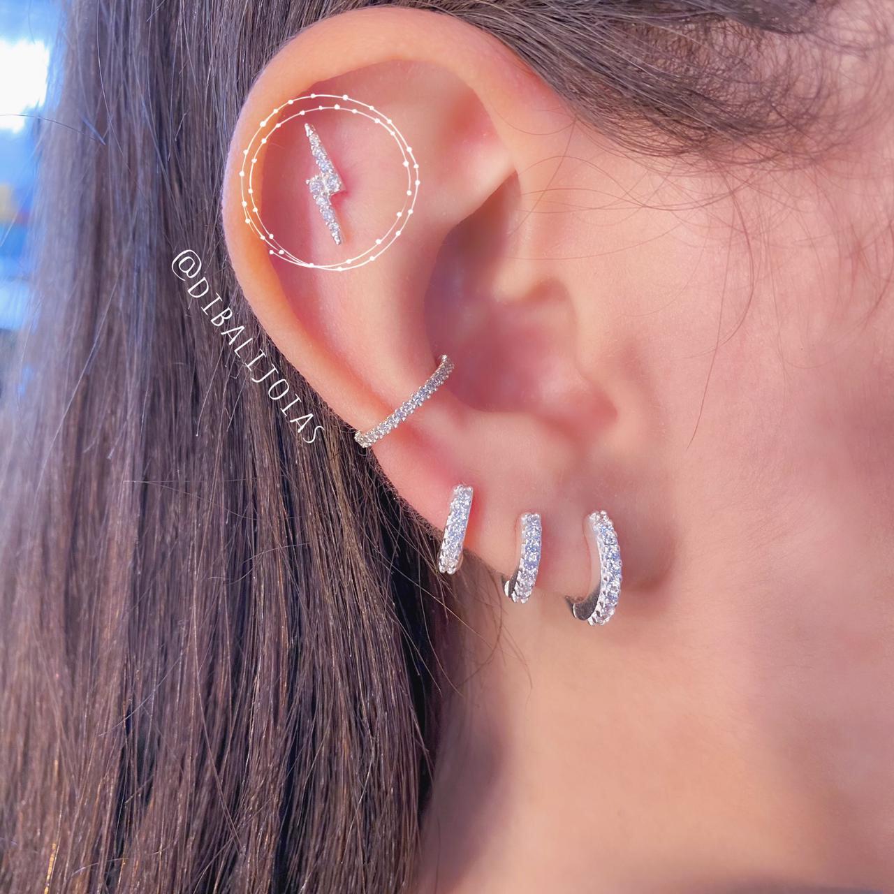 Piercing de Prata Orelha Flat Raio com Zircônias