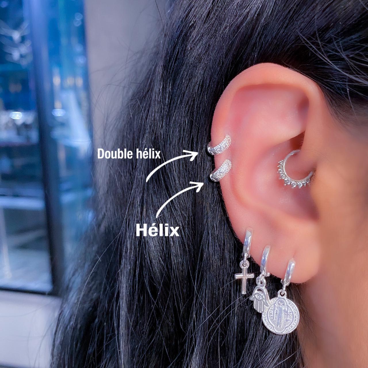 Piercing de Prata Orelha Helix com Zircônias Pequenas