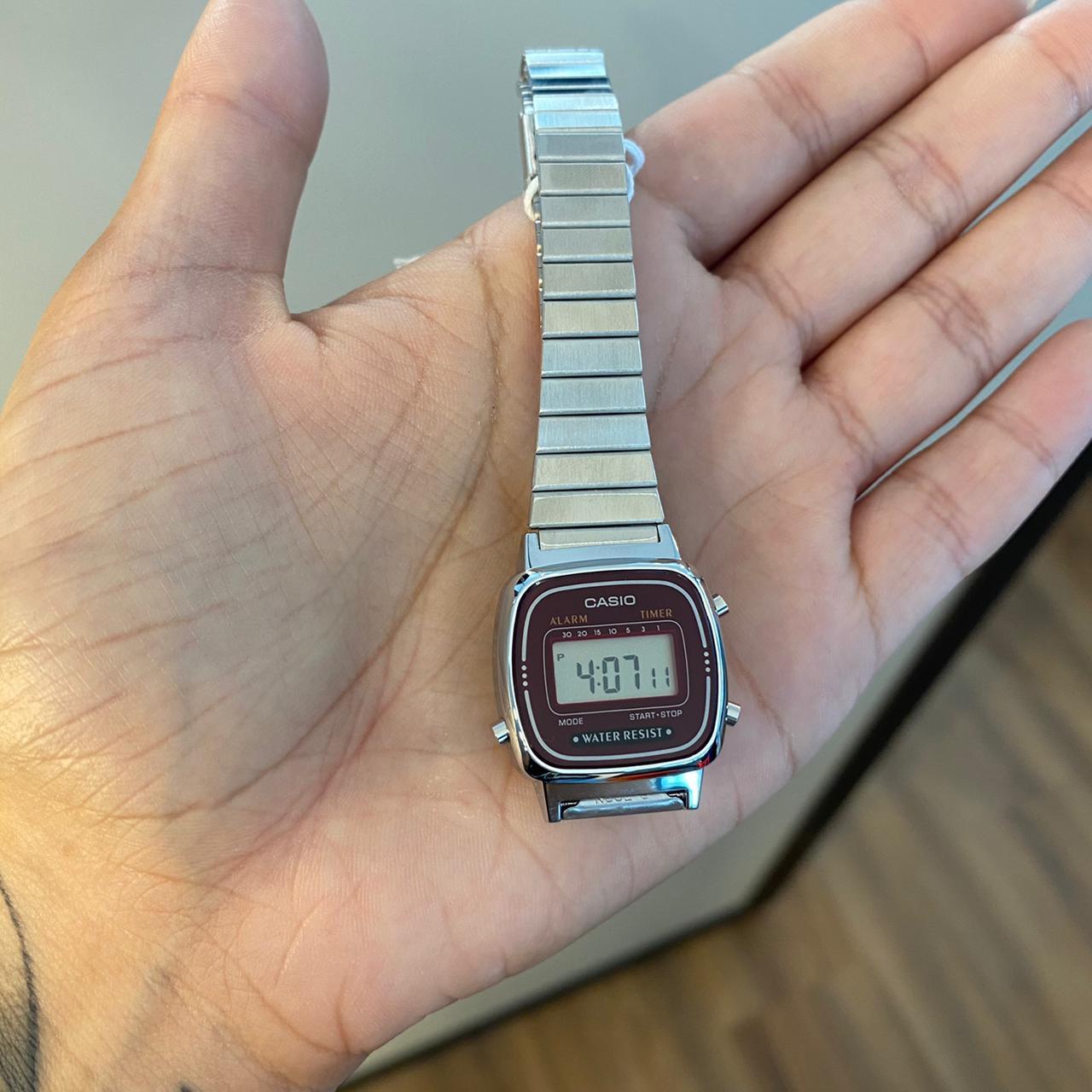 Relógio Casio Mini Vintage Prata com Fundo Vinho - LA670WA-4DF