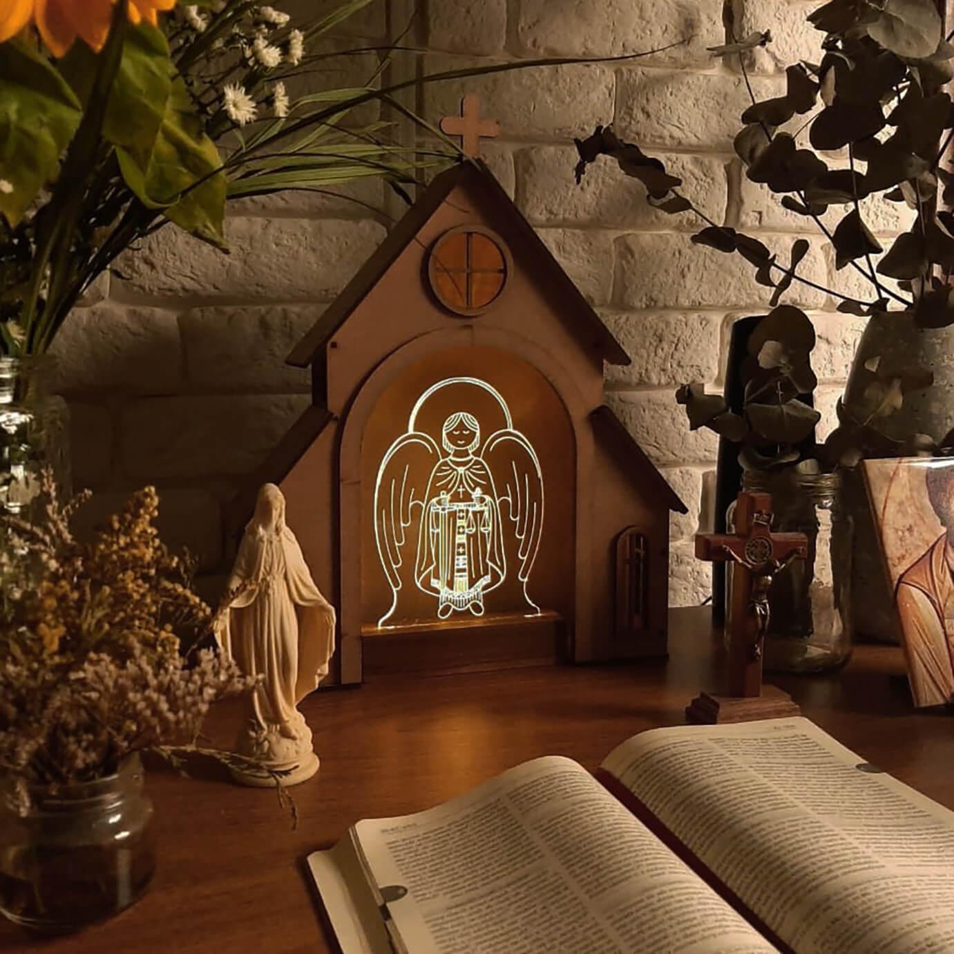 Capelinha de Oração para montar + Luminária São Miguel Arcanjo