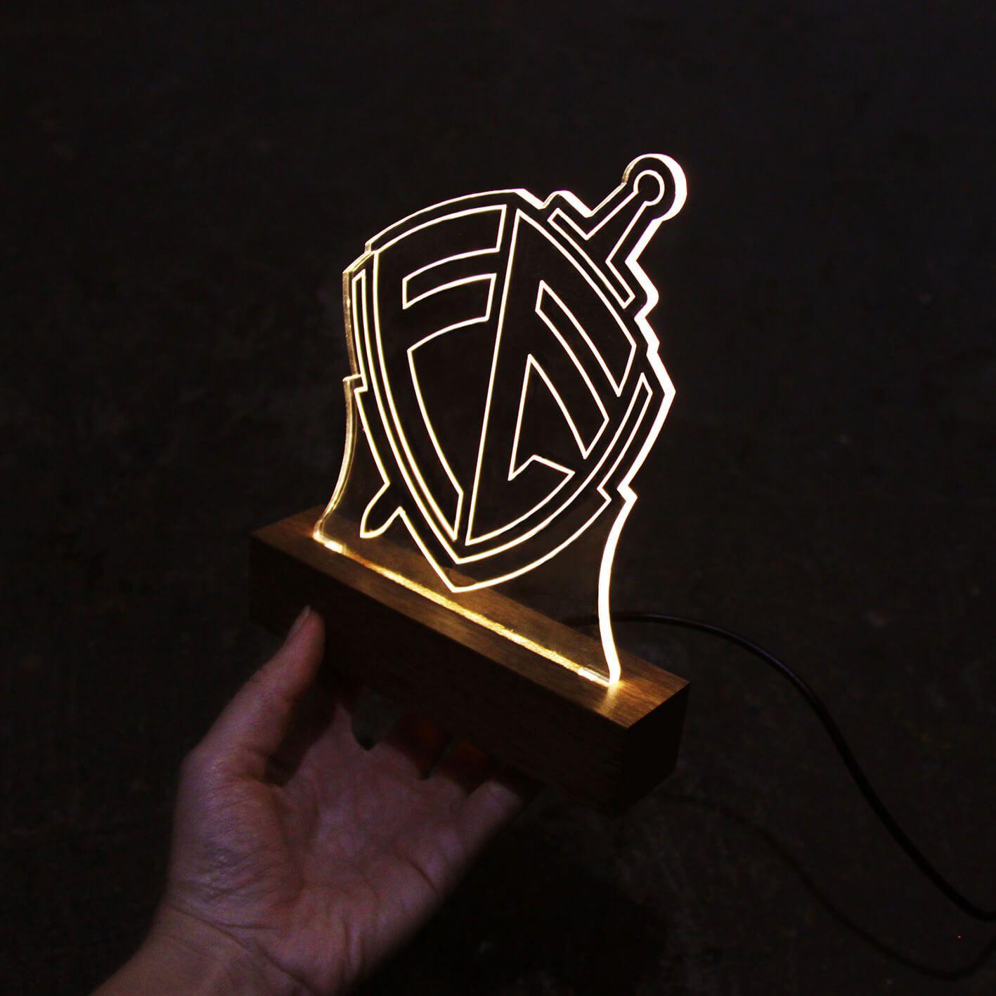 Fé - Luminária Escudo Fé