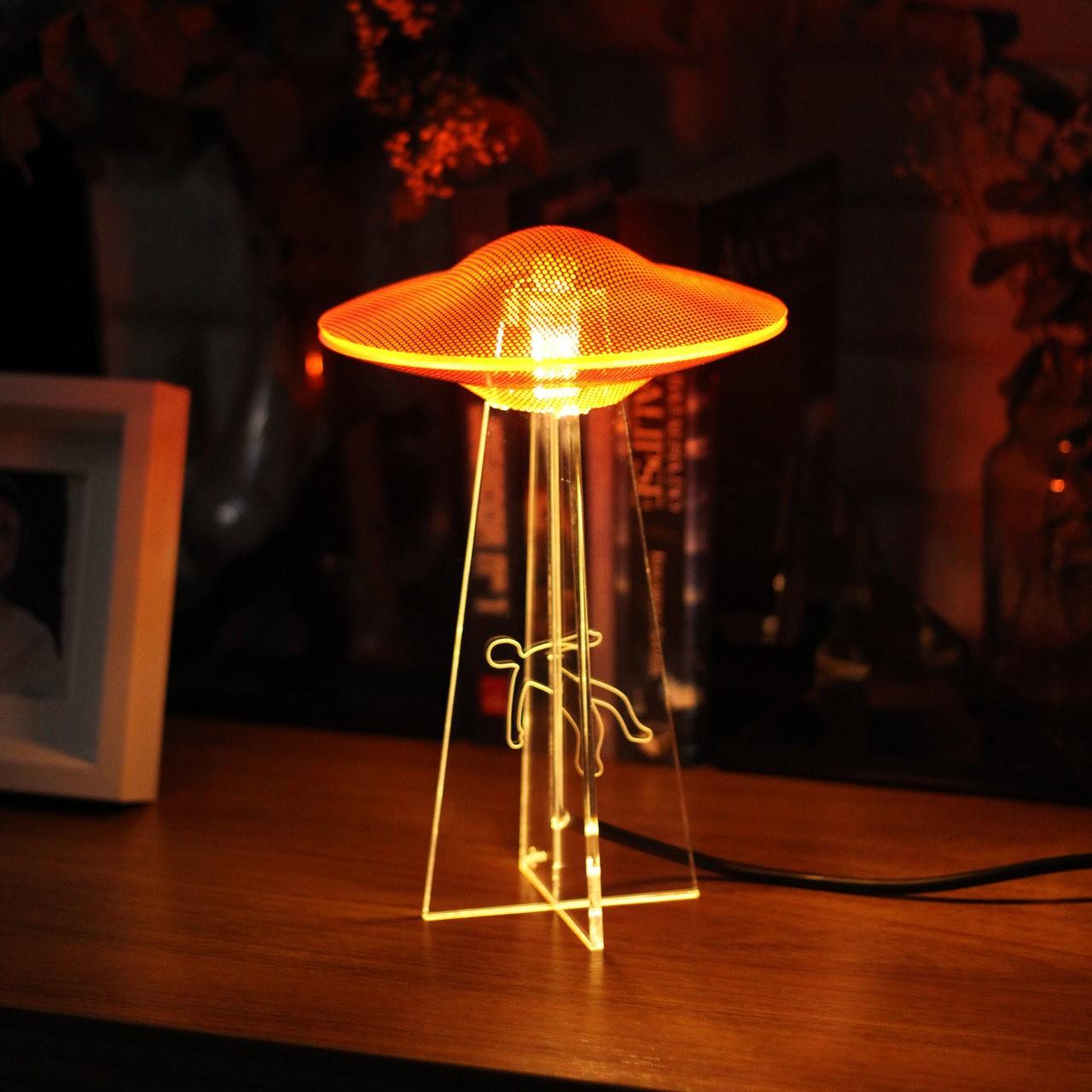 Luminária UFO - Laranja - Humano