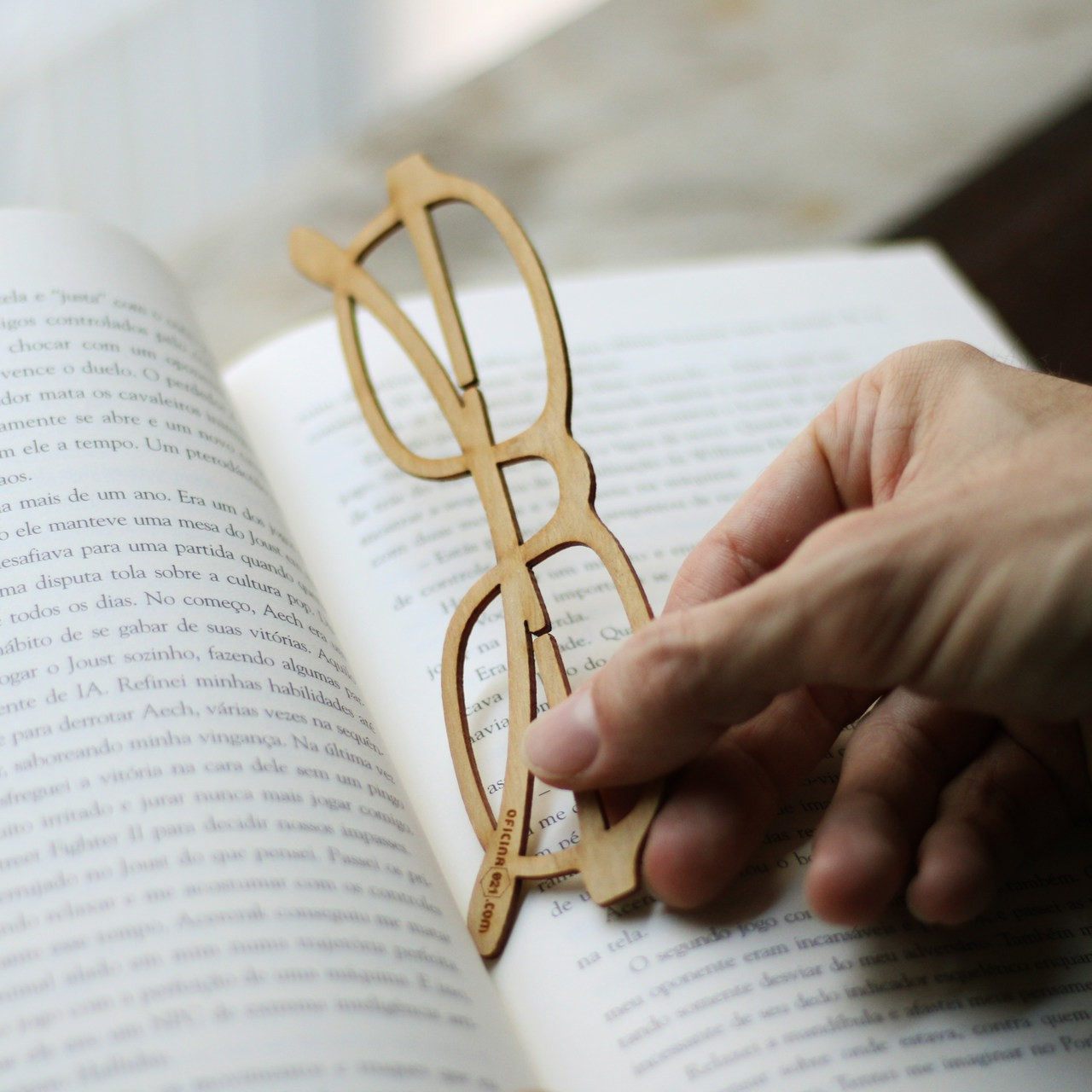 Marcador de livro em Madeira - Óculos