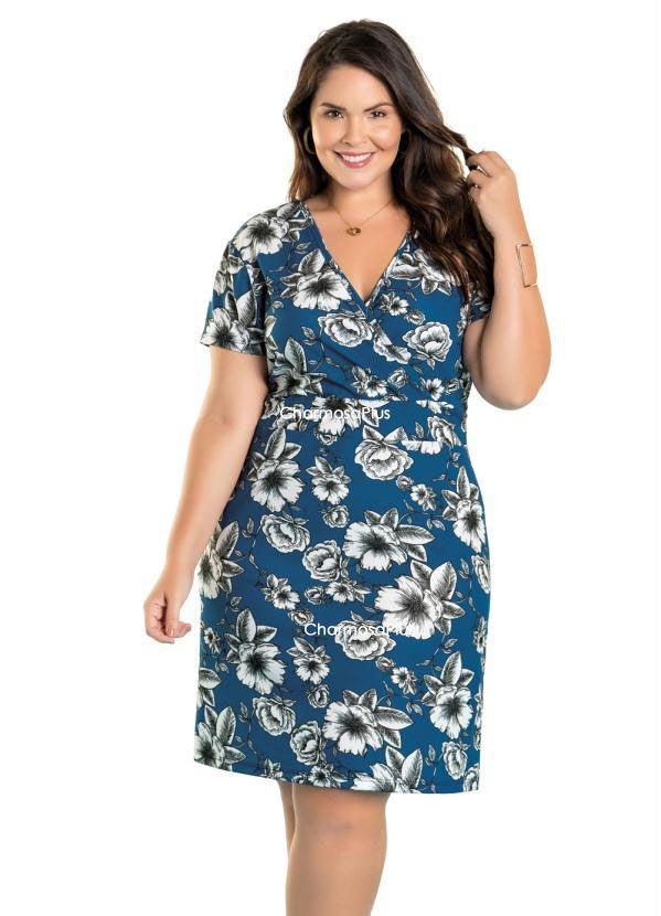 Vestido Floral com Decote Transpassado Plus Size