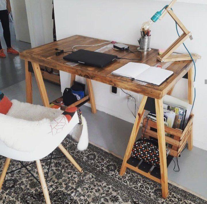 Base de Sofá com Estofado e Escrivaninha