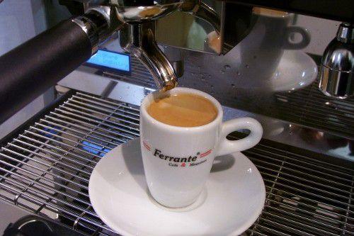 01 Xícara de porcelana Schmidt  para café espresso, com pires