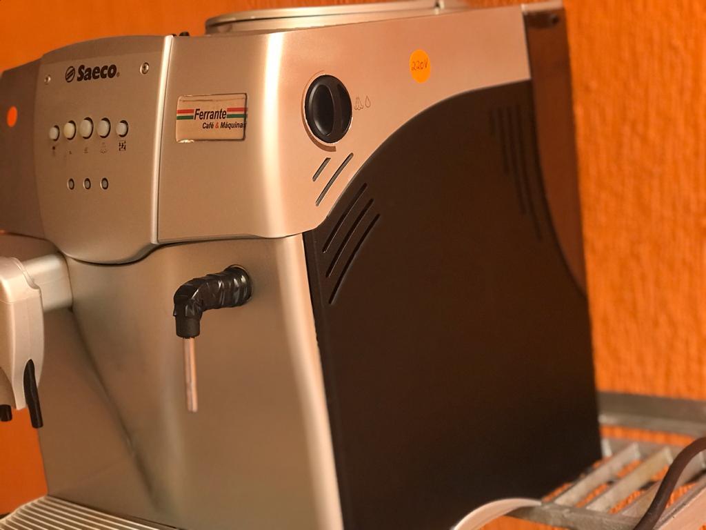 Máquina de Café Expresso Saeco Incanto 220V Usada (Semi Nova)