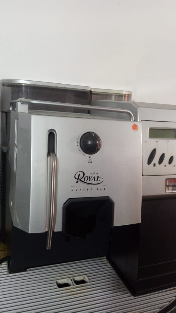 Máquina de Café Expresso Saeco Royal Coffee Bar Usada (Semi Nova)
