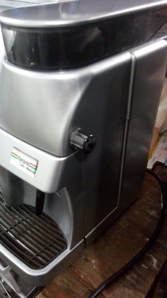 Máquina de Café Expresso Saeco Trevi 220V Usada (Semi Nova)