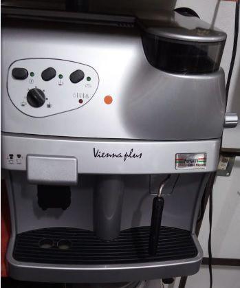 Máquina de Café Expresso Saeco Vienna Plus Usada (Semi Nova)