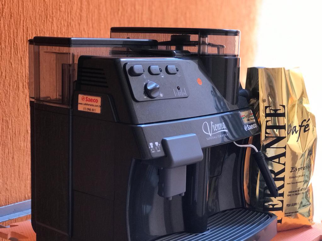 Máquina de Café Expresso Saeco Vienna Superautomática 110V Autônoma Usada (Semi Nova)
