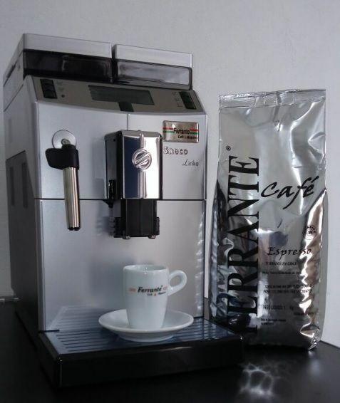 Saeco Lirika Cafeteira Expresso Automática Café em Grãos 220V Com Moedor Com Visor Digital e Pressão 15 Bar
