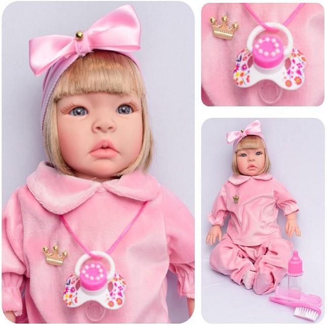 Boneca Bebê Reborn Loira Duda Rosa Refletindo