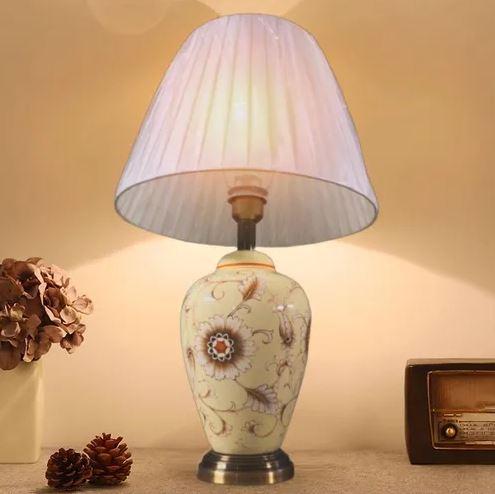 Abajur Luminária Quarto sala Escritório Porcelana Bege Floral 58 X 35