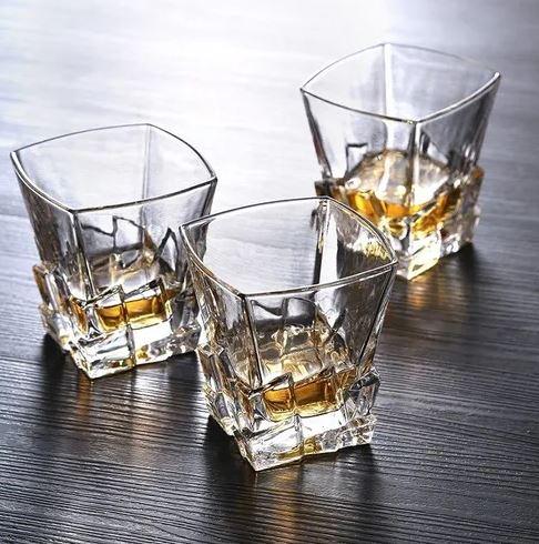 Garrafa em Vidro Para  Whisky ou Licor 800ml Com 6 Copos Superluxo