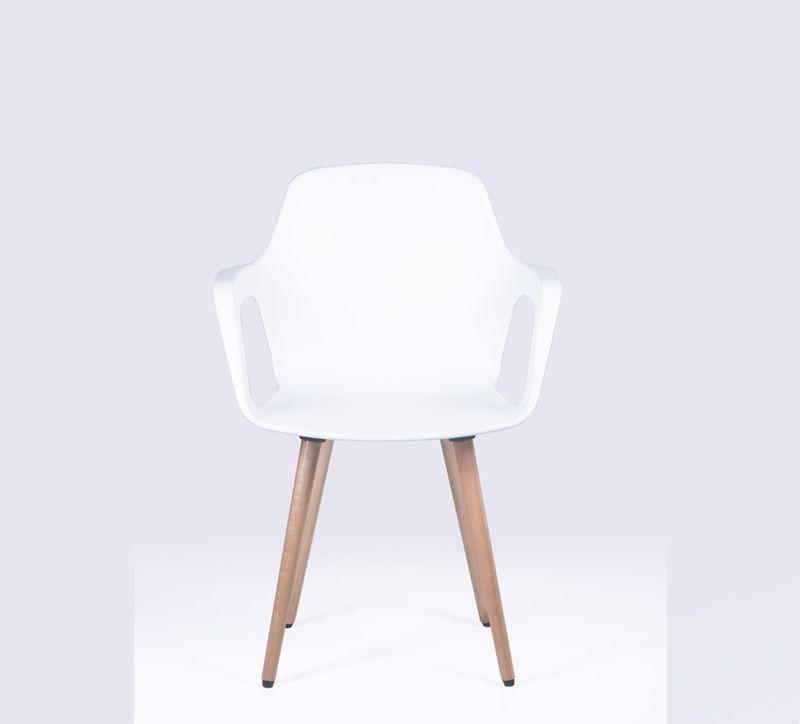 Cadeira Beau com Braços e Pés em Madeira