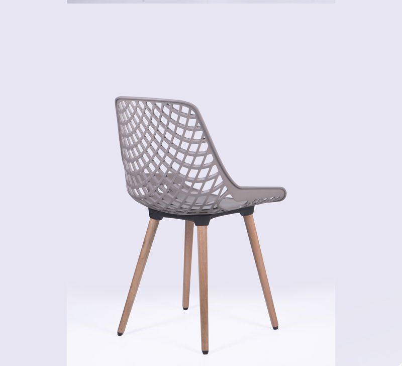 Cadeira Beau Design com Pés em Madeira