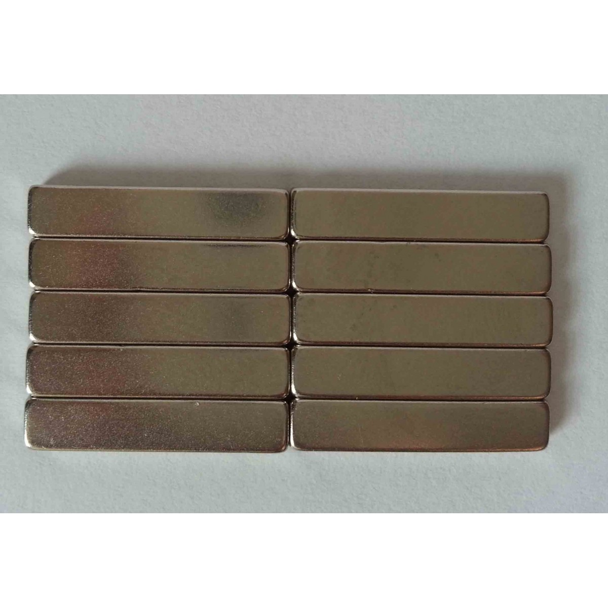 Imã De Neodímio / Super Forte / 20mm X 4mm X 2mm - 10 Peças