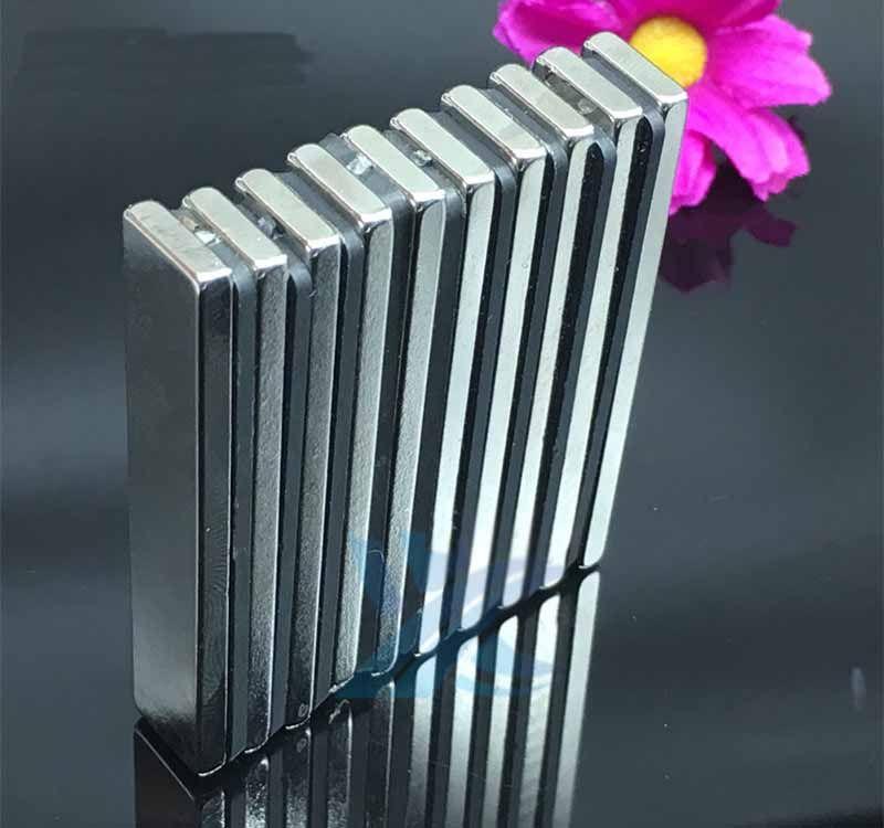 Imã De Neodímio / Super Forte / 40mm X 9mm X 2mm com 50 Peças