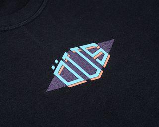 Camiseta Öus Triangular Preta