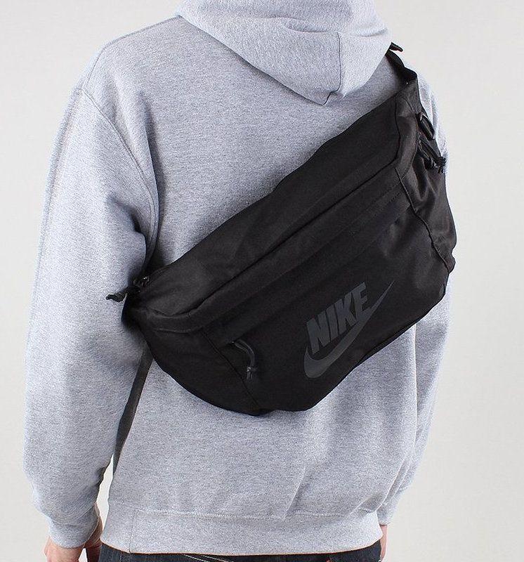 Pochete Nike Tech Hip Preta