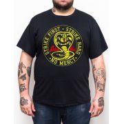 Camiseta Cobra Kai Strike First - Plus Size - Tamanho XG