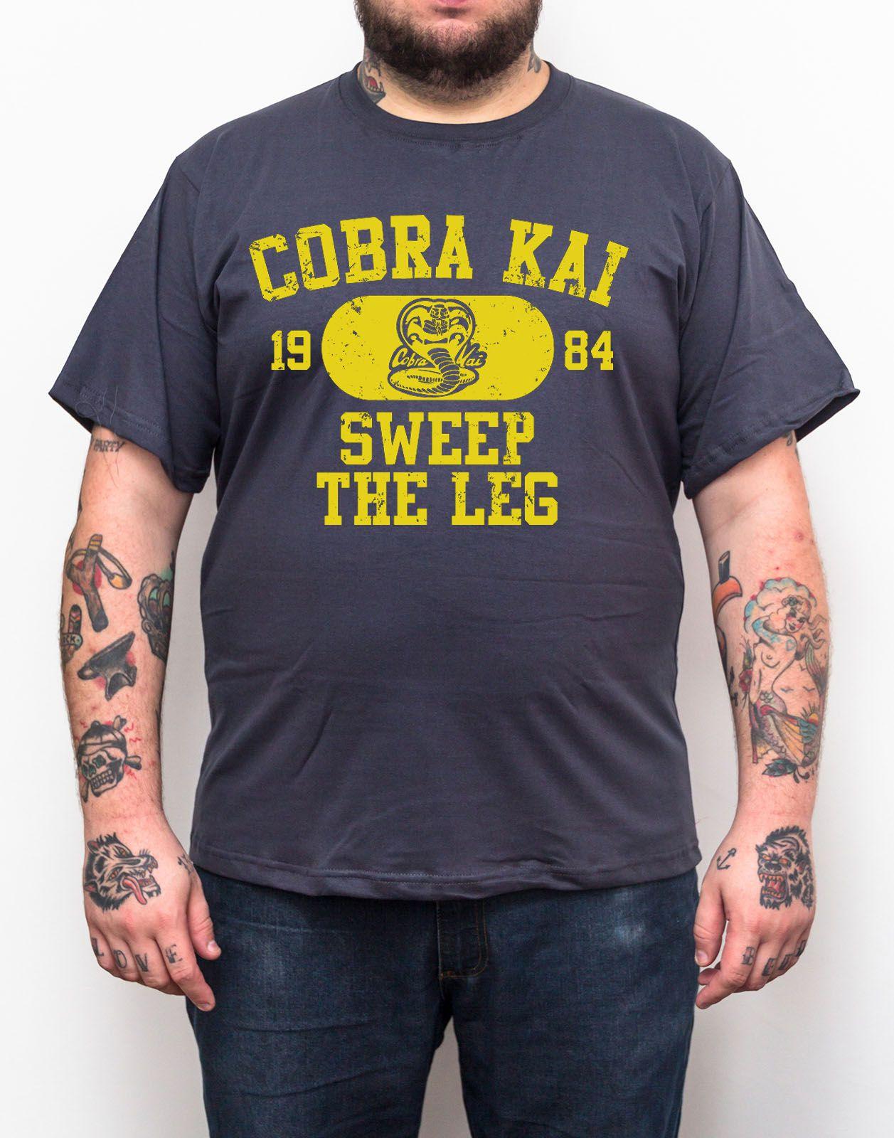 Camiseta Cobra Kai Sweep The Leg - Plus Size - Tamanho XG  - HShop