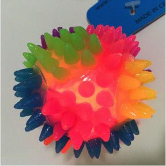 Brinquedo Bolinha de LED Cravo para Cães e Gatos
