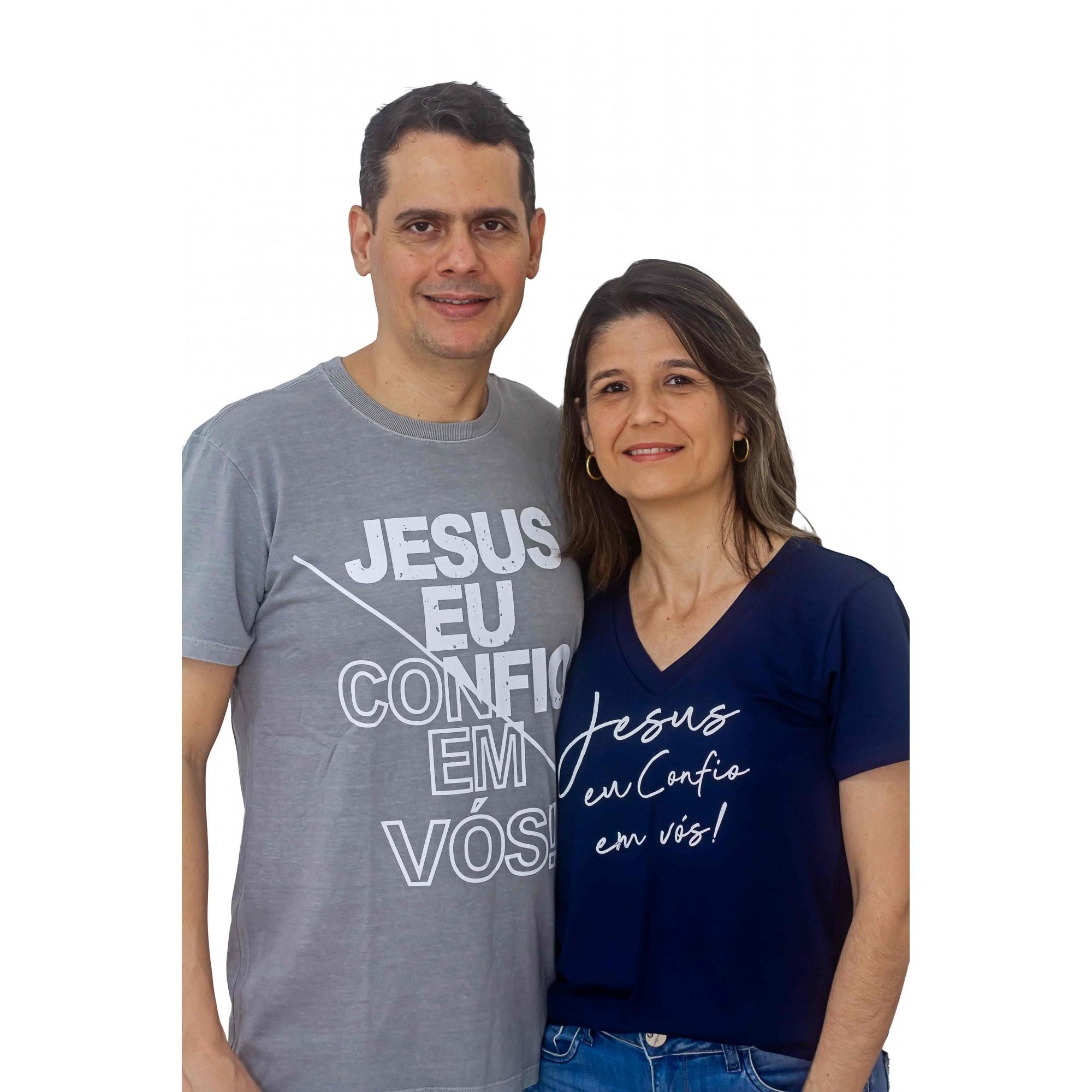 CAMISETA MASCULINA CINZA ESTONADA JESUS EU CONFIO EM VÓS