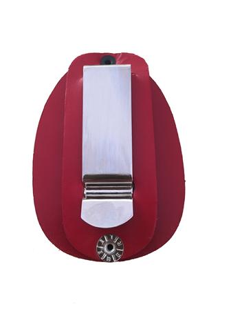 Distintivo Bolachão em Couro e Presilha em Aço