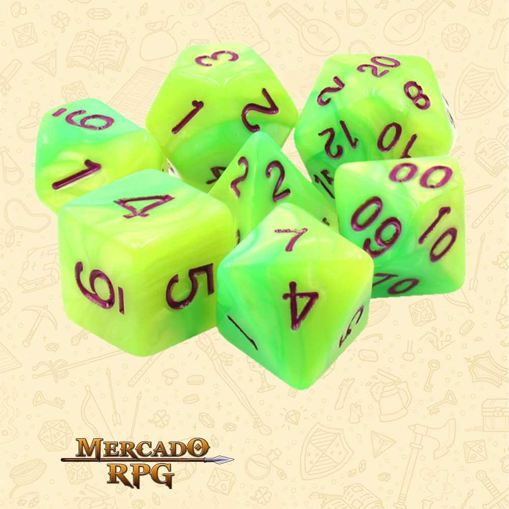 Dados de RPG - Conjunto com 7 Dados Blend - Yellow & Green Blend Color Dice Purple Font - Mercado RPG